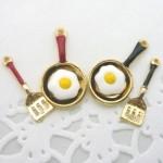 デコ・金属チャーム 目玉焼きフライパン&フライ返し 5組セット