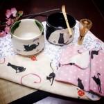 全ネコ好き待望。青峰堂オリジナル「猫の抹茶碗」増産決定!